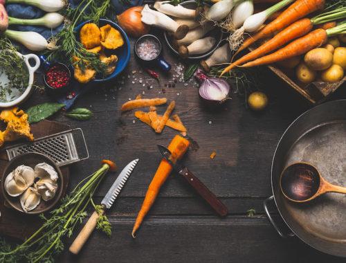 Köksbord med grönsaker